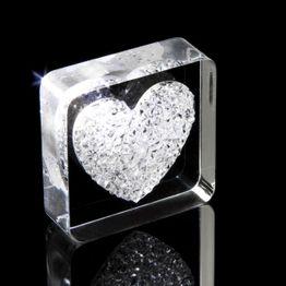 Imán decorativo «Diamond Heart» sujeta aprox. 450 g, con motivos de corazones, de plexiglás, con cristales Swarovski