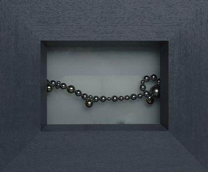 """Arte by zinnkraut: """"Perle nella luce"""", sfere magnetiche su vetro opale, doppia illuminazione, 28x25 cm, Zurigo 2005"""
