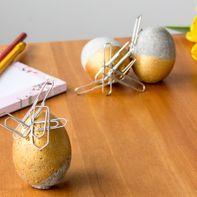Betonnen eieren met aantrekkingskracht
