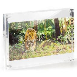 FRM-10, Fotolijst 21 x 15 cm, met magneetsluiting, van plexiglas (doorzichtig), voor staand of liggend formaat