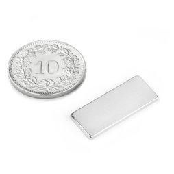Q-22-8.5-1.4-SHN, Quadermagnet 22 x 8.5 x 1.4 mm, Neodym, 35SH, vernickelt