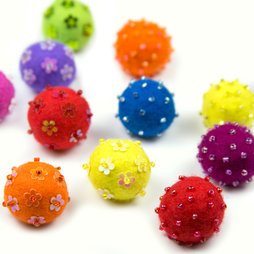 LIV-42, Adams, deco magnets made of felt, with glass beads, set of 3