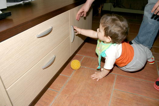 applications aimants poign e de placard magn tique pour la s curit des enfants supermagnete. Black Bedroom Furniture Sets. Home Design Ideas